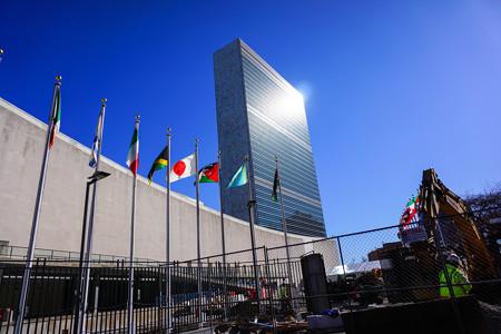 国連本部(日本国旗付)