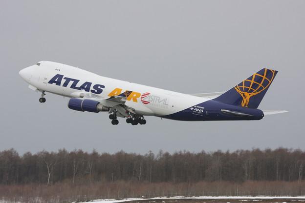 B747-400F N408MC Atlas Air Cargo takeoff
