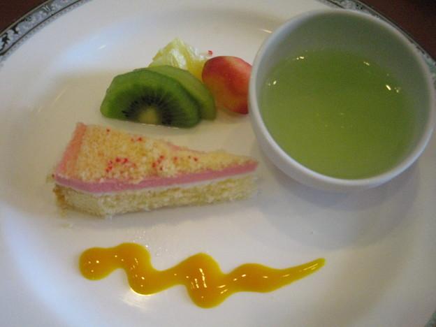 青りんごゼリーとケーキ