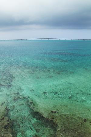 西平安名崎から見る橋