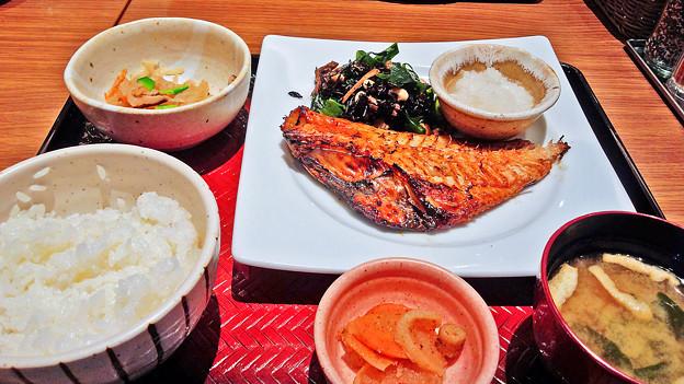 大戸屋 ( 成増 )  赤魚の塩麹みりん漬け炭火焼き定食