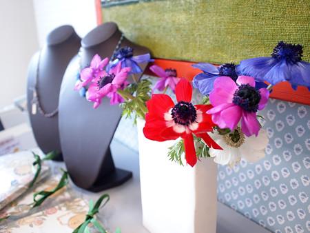 花とアクセサリー