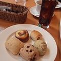Photos: どんどん新しい種類のパンく...