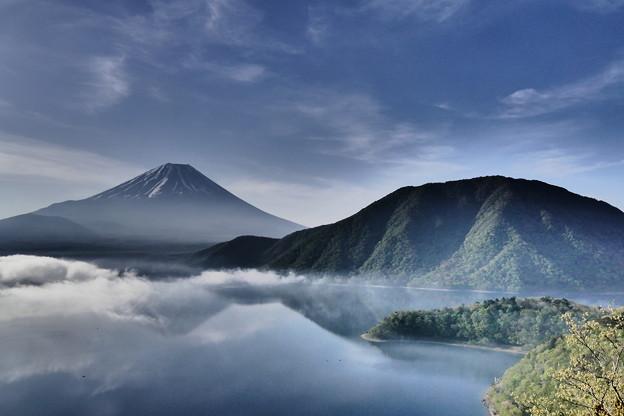 本栖湖から富士山