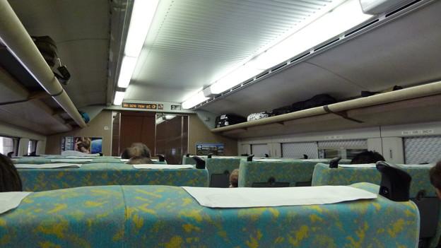 E4系2階建新幹線車内