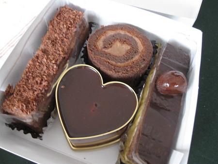 2月のおやつ屋さんはチョコレートケーキ