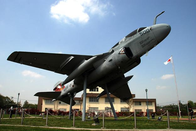 写真: EA-6 VAQ-136 GAUNTLETS
