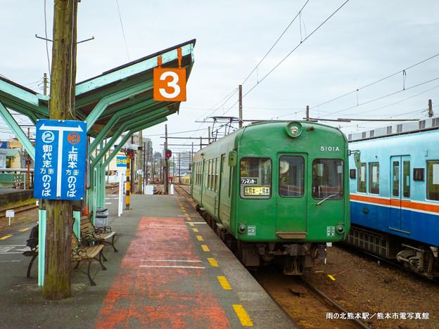 雨の北熊本駅。