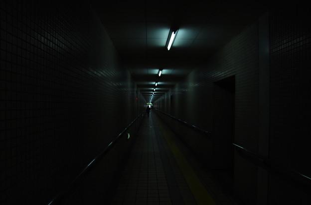 薄暗い通路