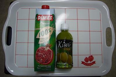 150425-2 ザクロジュースとキウィジュース