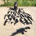 Photos: 家にある銃並べた