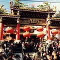 祝賀パレードで盛り上がる関帝廟通り。。2月28日