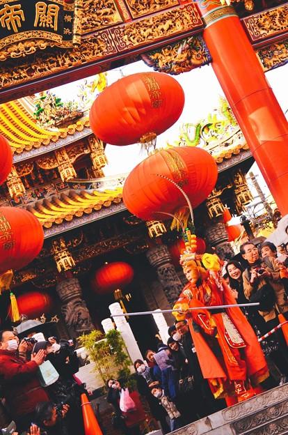 お猿のパフォーマンスを。。関帝廟 祝舞遊行 2月28日