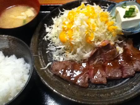 牛ロースステーキ定食 700円