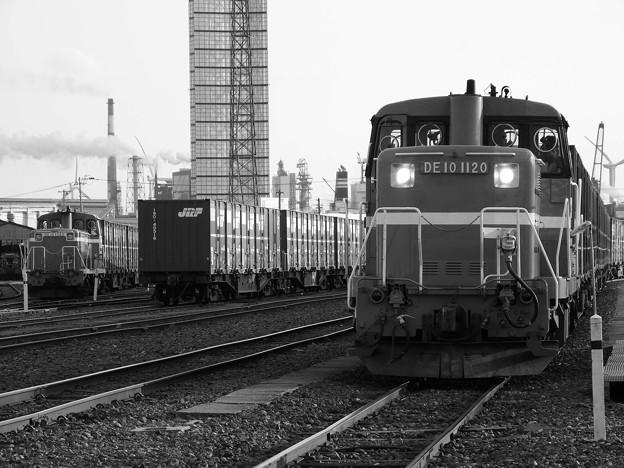 秋田港駅とディーゼル機関車