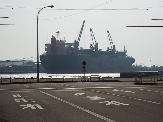 踏切手前からの貨物船が好きです