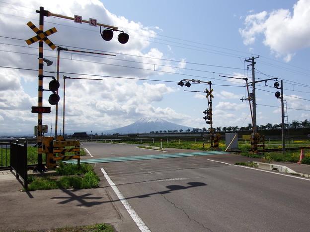 弘南鉄道・弘南線~大曲踏切と岩木山