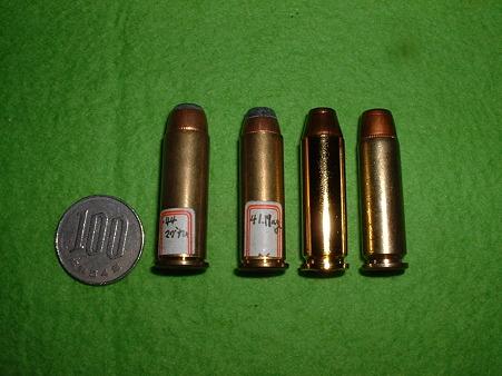 「44Magカートリッジ」 比較 右より「44MAG()ダミー」「41MAG(ダミー)」「LS  44MAGカート」「東
