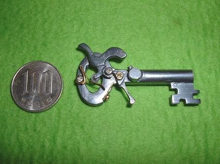 フルスクラッチ 「鍵型 パッカーション ピストル」 右側面(ハンマーコッキング 状態) Doburoku-TAO