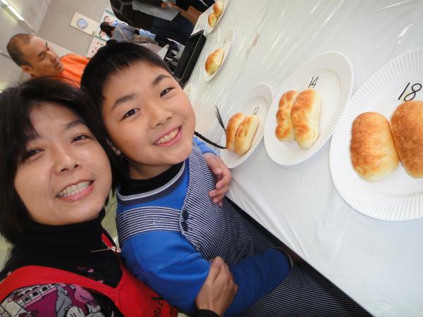 焼きあがったパンを皆で楽しくたべました