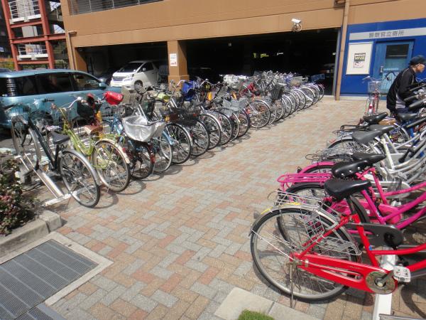 自転車を盗まれたショッピングモールの駐輪場