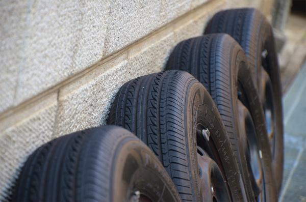 夏タイヤをガレージから約3ヶ月ぶりに取り出す