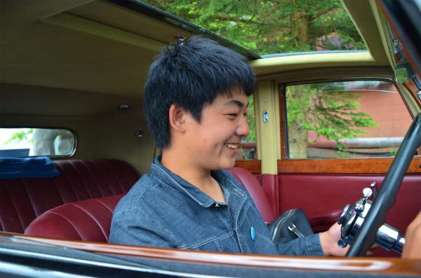 ニヤニヤしながら「こういう車も良いなぁ」と言う次男