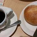 写真: 美味しいコーヒーと石窯パン