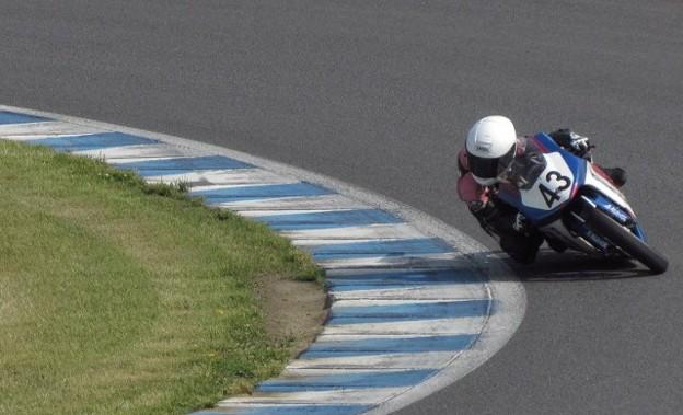 写真: 2014 #43 足立眞衣 NSF250R Hondaブルーヘルメット 全日本ロードレース J-GP3 jrr 54