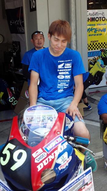 写真: 2014 鈴鹿8耐 B'WISE レーシングチーム 櫻井賢一 中村豊  澤村俊紀 HONDA CBR1000RR 09