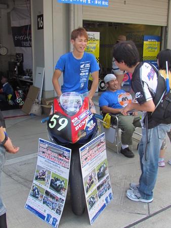 2014 鈴鹿8耐 B'WISE レーシングチーム 櫻井賢一 中村豊  澤村俊紀 HONDA CBR1000RR 73